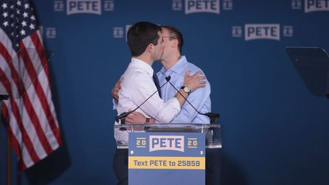 scandalizing american youth with queer kissing pete